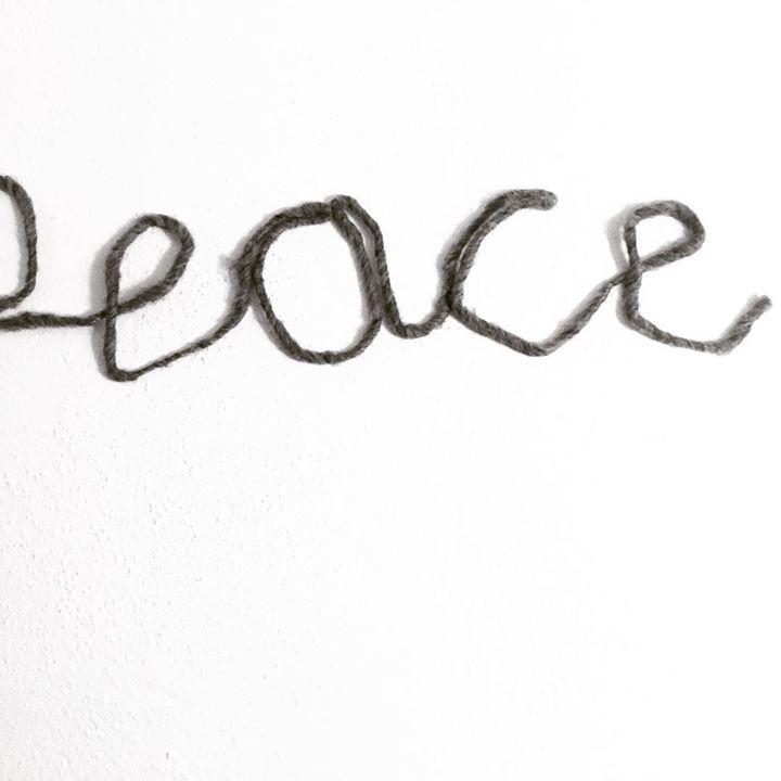 peace - schrift auf wand